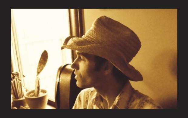 Fotografija na kojoj Simon neodoljivo podsjeća na svojeg uzora, najvećeg američkog kantautora svih vremena!