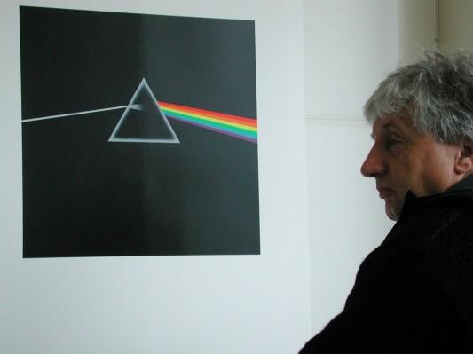 Umjetnik i njegovo životno djelo (ili bar kako to drugi doživljavaju): Storm Thorgerson pred omotom albuma 'The Dark Side of the Moon' Pink Floyda