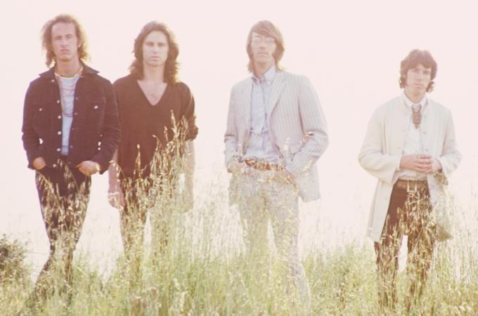 Članovi sastava The Doors na foto sessionu za potrebe omota albuma 'Waiting for the Sun' (1968.). S lijeva na desno: Robbie Krieger, Jim Morrison, Ray Manzarek i John Densmore.