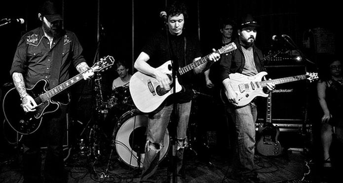Crippled Black Phoneix sa turneje 2011., kada je na mjestu pjevača boravio još po mnogima neprežaljeni Joe Volk