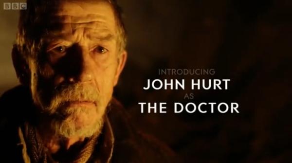 Posljednja epizoda sedme sezone obnovljenog serijala ostavlja otvorenim mnoga pitanja, među ostalim i pojavu čuvenog Johna Hurta u još nerazjašnjenoj ulozi 'Doctora'.