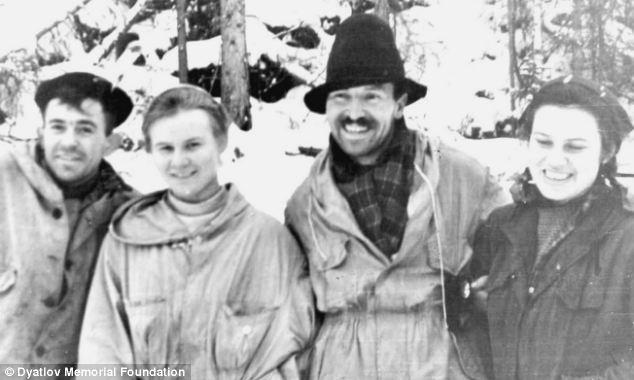Nikolaj Thibeaux-Brignoll, Ljudmila Dubinina, Semjon Zolotairev i Zinaida Kolmogorova, snimljeni 29. siječnja 1959. U tom trenutku nisu mogli niti slutiti da im preostaje još tek nešto više od 48 sati života.