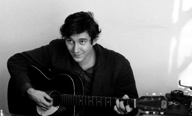 Protestni kantautor Phil Ochc, Dylanov rival iz ranih šezdesetih, nedugo je po ubojstvu Kennedyja napisao skladbu 'Crucifixion'.