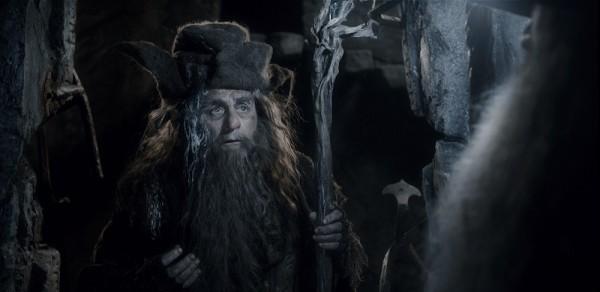 Iako u knjizi tek usput spomenut, čarobnjak Radagast se, mada epizodno, javlja u oba snimljena nastavka Hobbita. Vrsno ga je odigrao Sylvester McCoy, dosad najpoznatji po utjelovljenju sedme inkarnacije Doctora Whoa u istoimenoj kultnoj BBC-jevoj seriji.