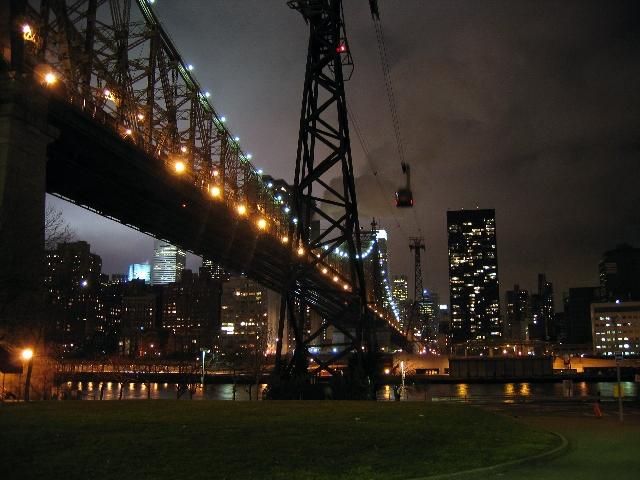 Queensboro Bridge, pogled s Roosewelt islanda ka Manhattanu, odnosno 59. Ulici
