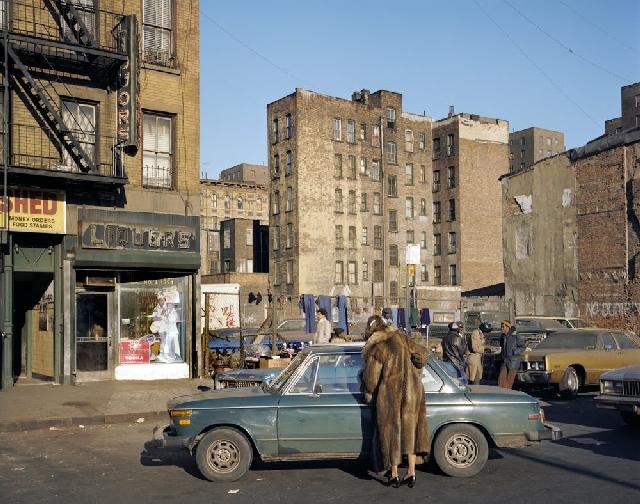 Lower East Side je jedna od najsiromašnijih četvrti megalopolisa, protkana 'projectsima' karakterističnijim za Brooklyn, Bronx ili Queens, no jedna od umjetničkih jezgri Manhattana