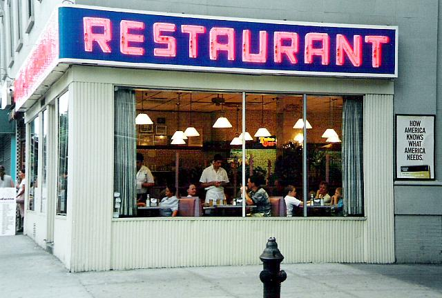 Tom's Diner na uglu 112. Ulice i Broadwayja. Fanovima serije 'Seinfeld' ovaj je lokal poznat kao Monk's Cafe.