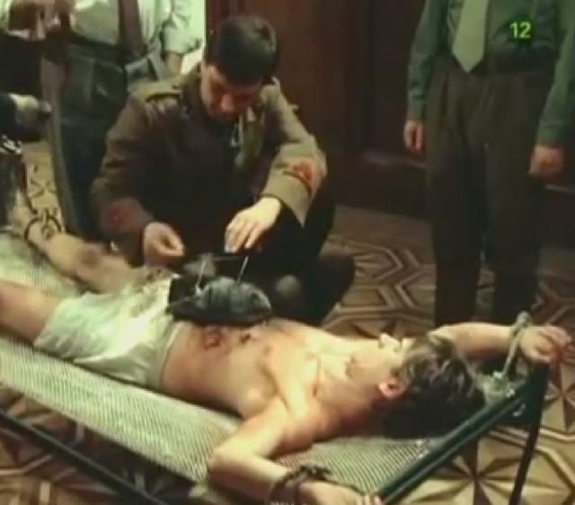 Miša janketić kao ustaški pukovnik Tomić, te Miljenko Brlečić kao ilegalac 'Žuti' u čuvenoj sceni devete epizode 'Crna kožna torba' kultne serije 'Nepokoreni grad'. Na kraju krajeva, Karlo je uvijek gladan!