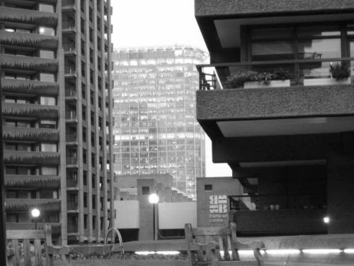 Dio stambeno - poslovnog kompleksa Barbican, smještenog tek nekoliko minuta hoda sjeverno od londonskog Cityja.