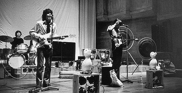 Nick, Syd, Roger i patke: Pink Floyd krajem 1966. Sramežljivi Wright je ostao negdje u lijevom mrtvom kutu.