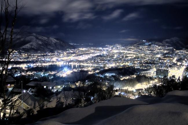 Winter_Night_in_Bergen_by_GSM2k