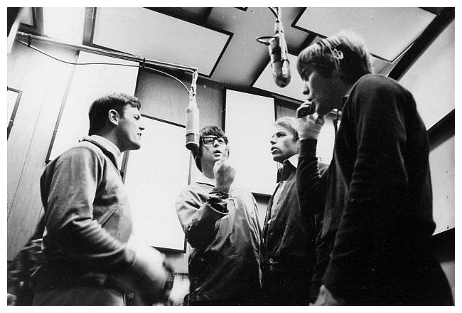 Bruce Johnston, Brian Wilson, Al Jardine i Dennis Wilson tijekom snimanja vokalnih dionica za 'Pet Sounds'