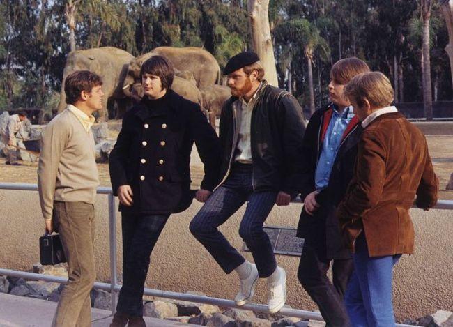 Jedna od fotografija sa sessiona za naslovnicu albuma, snimljena u Zoo vrtu grada San Diego