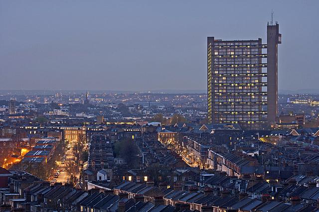 """32-katni Trellick Tower u Sjevernom Kensingtonu je Ballardu poslužio kao inspiracija za 'ukletu' stambenu novogradnju iz romana """"High-Rise"""""""