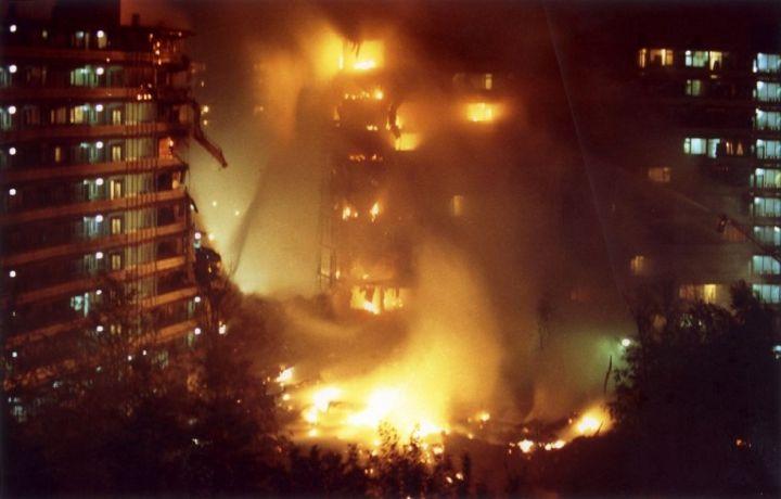 4. listopada 1992. Nedugo nakon polijetanja iz zračne luke Shipol, teretni Boeing 747 izraelske kompanije El Al izgubio je dva od četiri motora, te se srušio na stambeni blok u amsterdamskom predgrađu Bijlmeer.