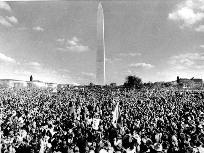 vietnam-protest-monument-ap691115062-af53ebb8d60c3b1de5272373ac6eddaa6617b84f-s900-c85