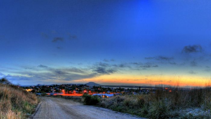 road-down-to-a-seaside-town-at-dusk-hd-wallpaper-599096
