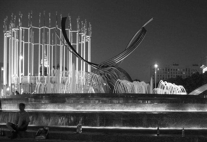 Fountain_moscow_europe_square_night_bird