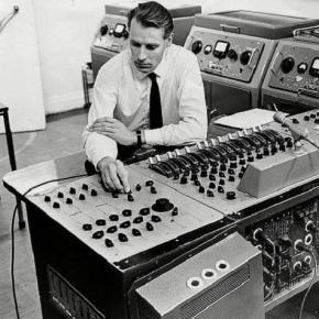 george-martin-hard-at-work-in-the-record-studio_634705