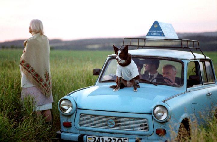 EVERYTHING IS ILLUMINATED, Laryssa Lauret, Elijah Wood, Boris Leskin, 2005, (c) Warner Independent Pictures