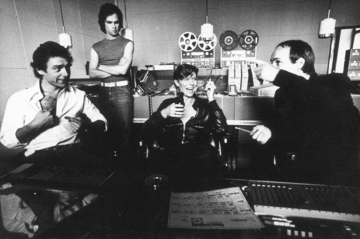 Robert Fripp, Tony Visconti, David Bowie i Brian Eno godine 1977. u berlinskom Hanza studiju, tijekom rada na albuimu 'Heroes'