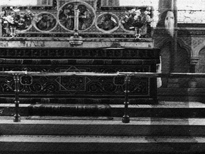 Sablasni svećenik snimljen šezdesetih u katedrali u Newbyju, sjeverni Yorkshire